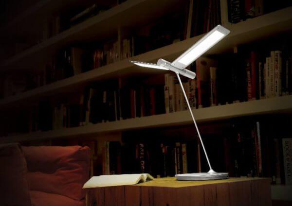 Экономная настольная лампа