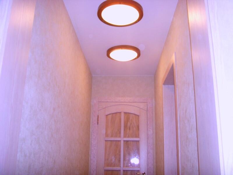 Потолочные плафоны в коридоре