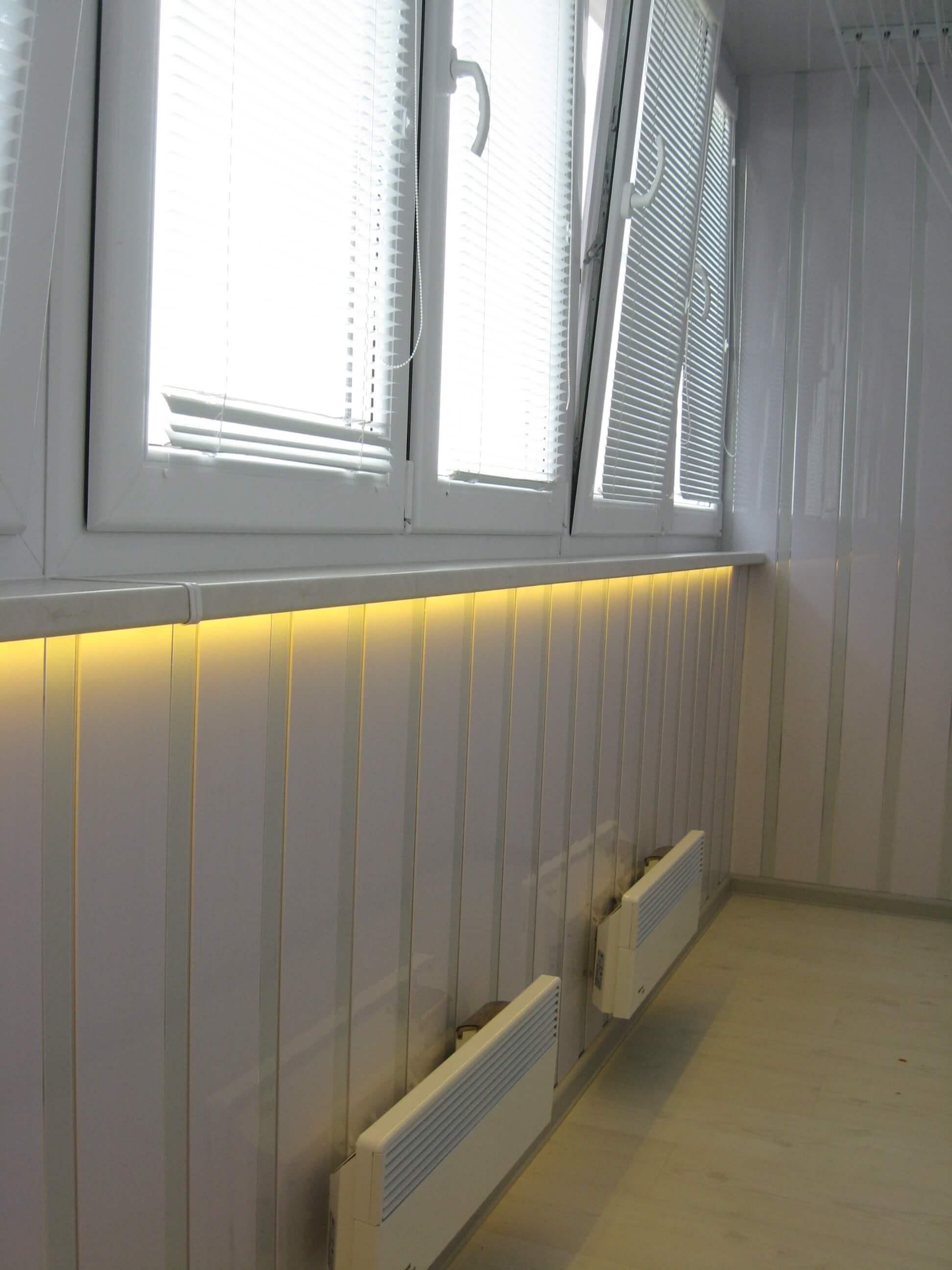 Как провести свет на балкон и правильно выбрать светильник.