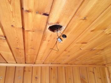 Фото: штроба в потолке балкона под точечный светильник