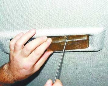 Использование минусовой отвертки