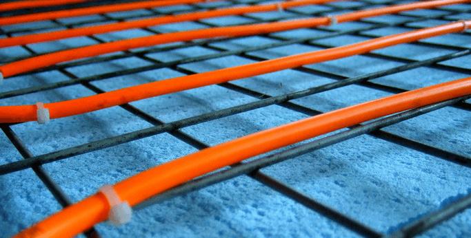 Крепление нагревательного кабеля пластиковыми хомутами