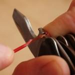 Правильное использование ножа для электрика