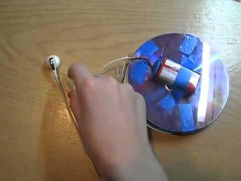 Самоделка из диска и батарейки