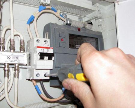Установка защитного устройства для электропроводки