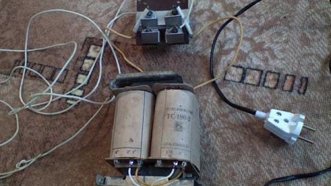 Как сделать зарядку для автомобильного аккумулятора из трансформатора