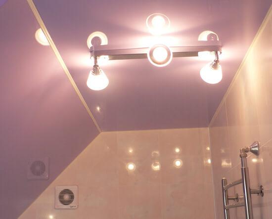Потолочная лампа направленного света