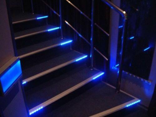 Светодиодная подсветка лестницы в доме