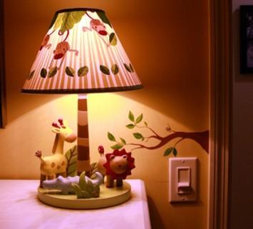 Неординарное решение при создании настольной лампы для детей