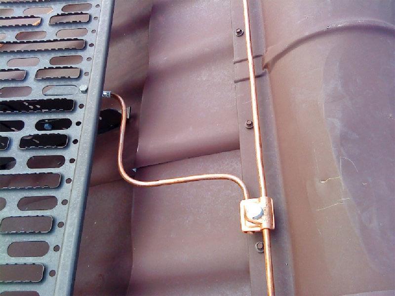 Соединение проводов на крыше