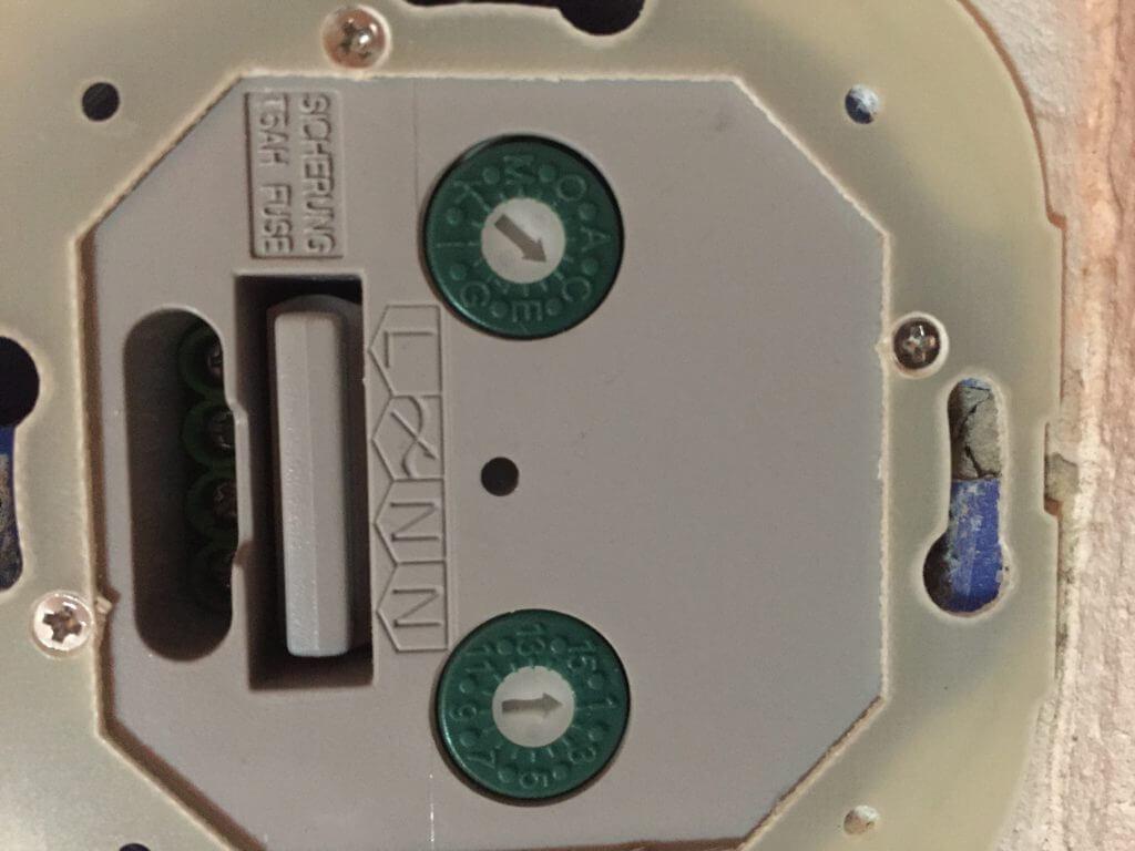 как заменить батарейку в ключе рав 4
