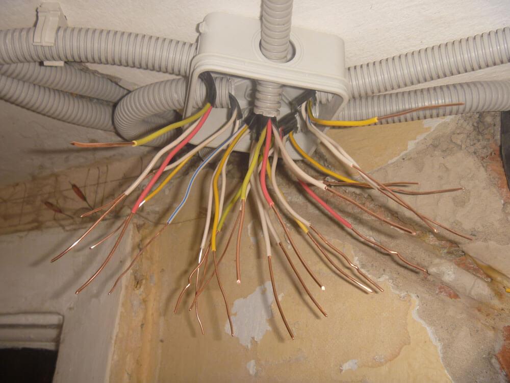 Как провести проводку в доме своими руками схема 216