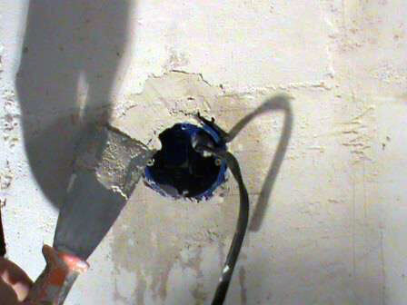Установка розеток в бетонную стену