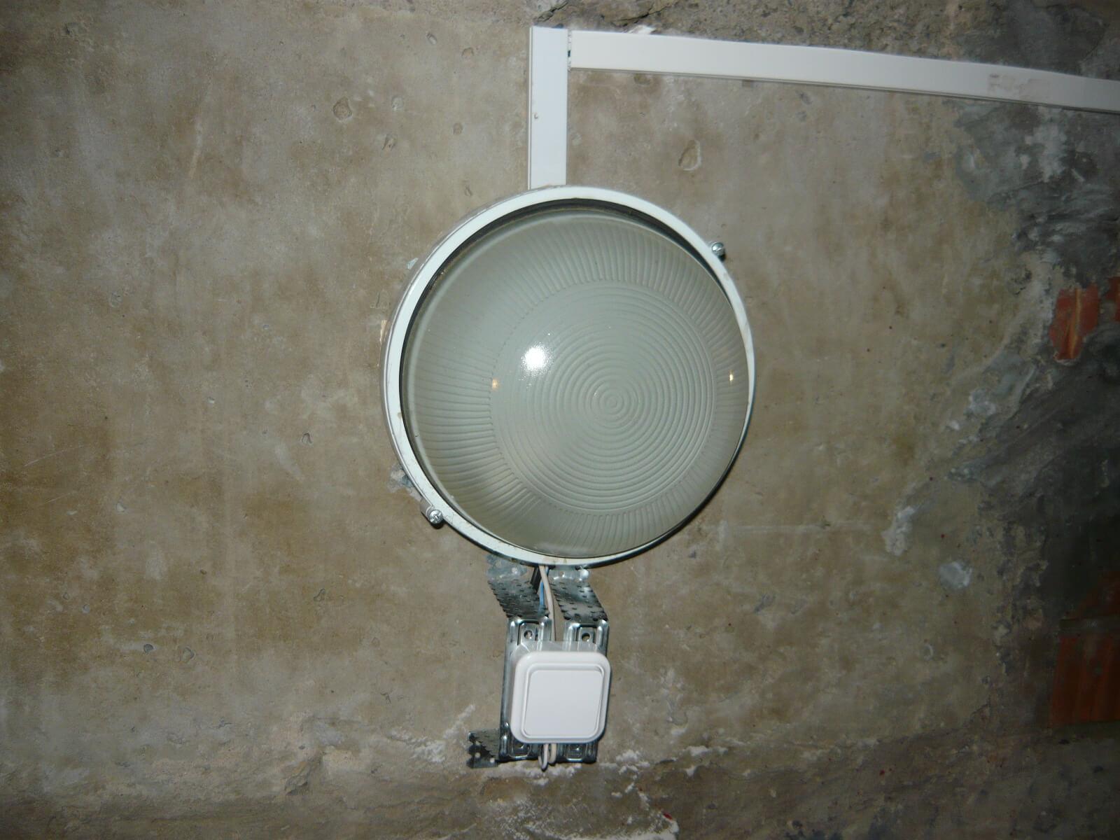 Установка выключателя рядом со светильником