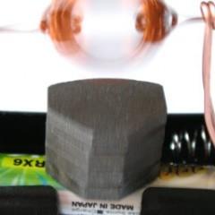 Как собрать простейший электродвигатель в домашних условиях