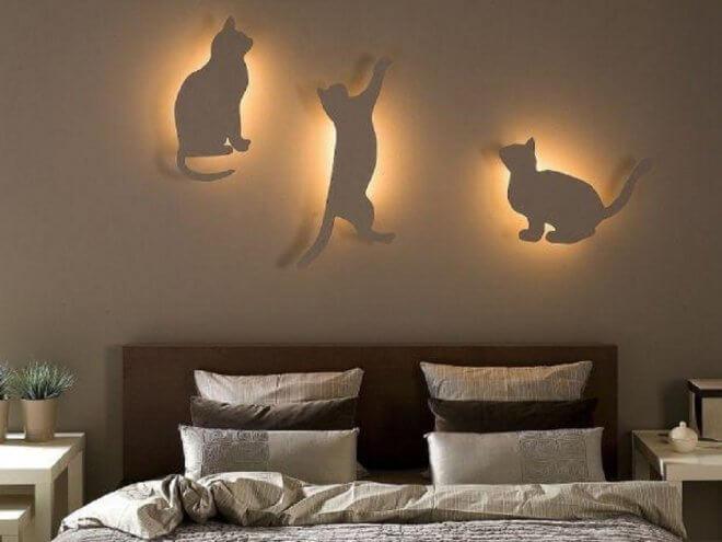 Коты в интерьере спальни