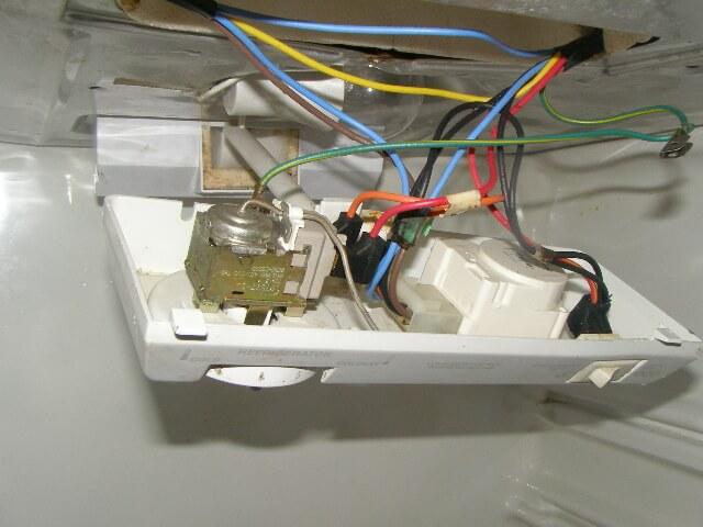 Холодильник сильно морозит – что делать?