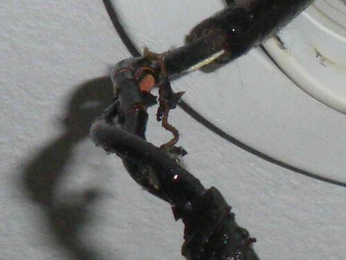 Повреждение изоляции провода
