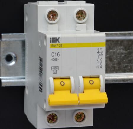 Отключенный автоматический выключатель фото