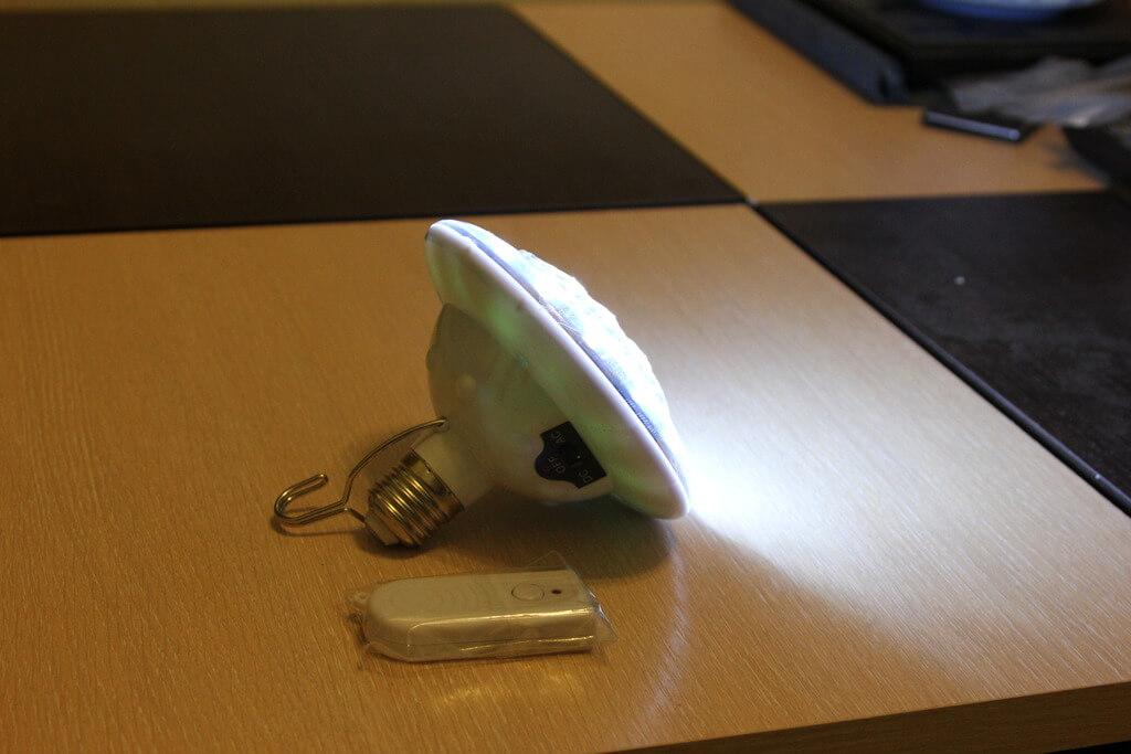 Светодиодная лампа с пультом и аккумулятором