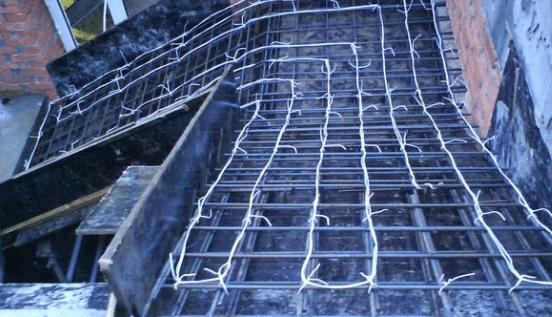 Греющий кабель в фундаменте фото