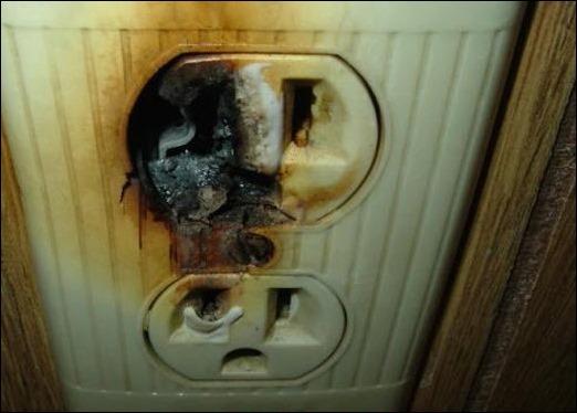 oshibki electromontazh 2 Что делать, если в квартире пахнет горелой проводкой? Фото