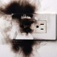 Что делать, если в квартире пахнет горелой проводкой?