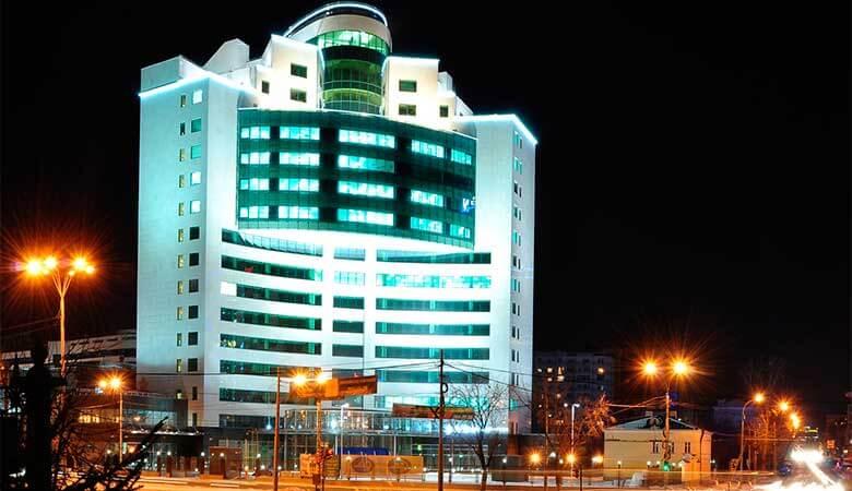 Внешний вид здания в ночное время