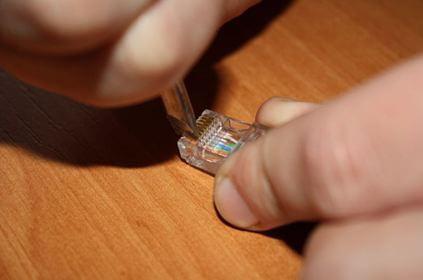 Как обжать штекер отверткой