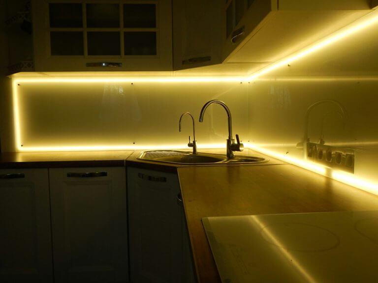 Светодиодная подсветка кухонного фартука