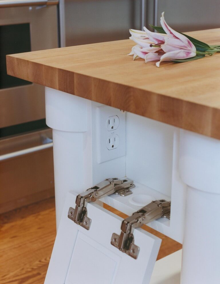 Двойная розеточка в кухонном гарнитуре