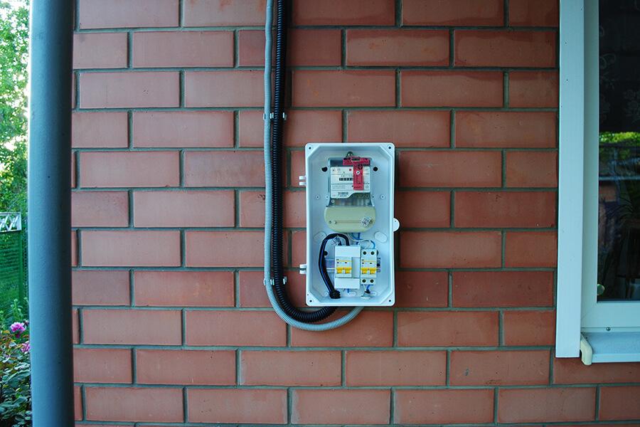 Подсоединение вводного автоматического выключателя