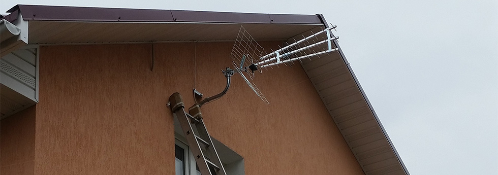ТВ-антенна над окном
