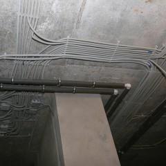 Как проложить кабель в подвале, не нарушая правил