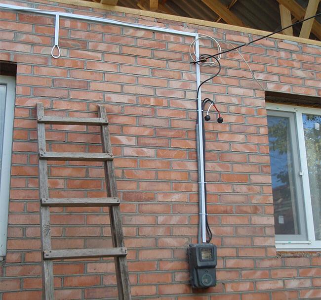 Прокладка кабеля по фасаду