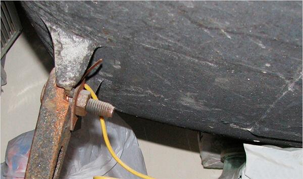 Подключение PE провода в металлической ножке