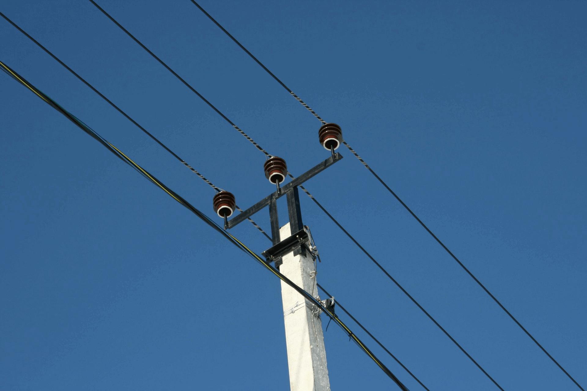 Кабельная линия на изоляторах