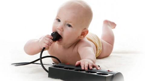 Как обезопасить ребенка от электричества — эффективные способы