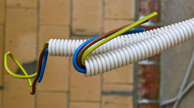 Электропроводка в гофре