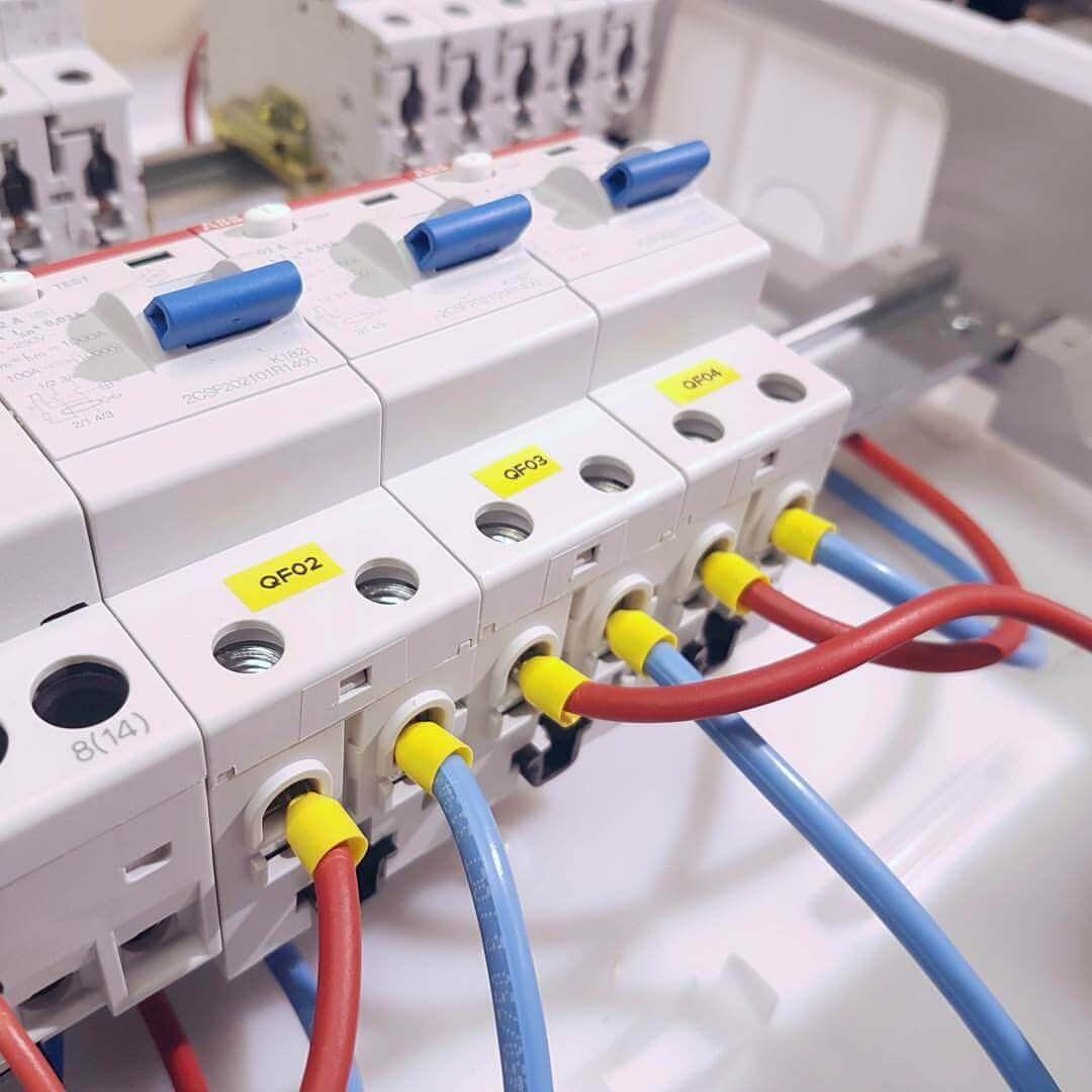Подключение гибкого провода к автомату