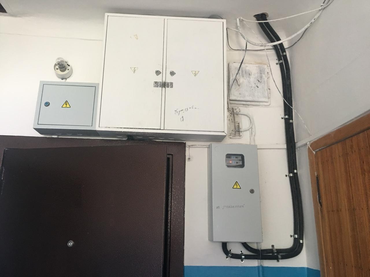 Размещение электрического щита над дверью