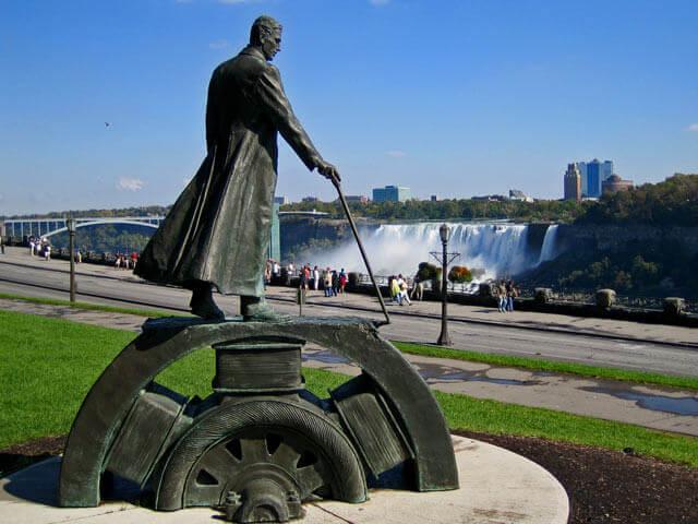 Памятник Тесла
