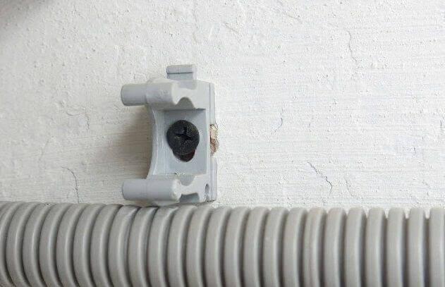 Крепление клипсы к стене