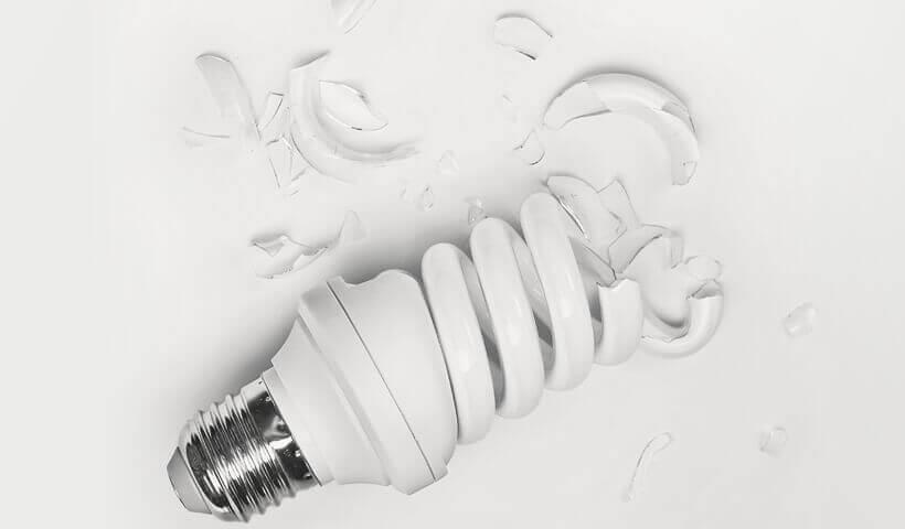 Лопнула колба энергосберегающей лампочки