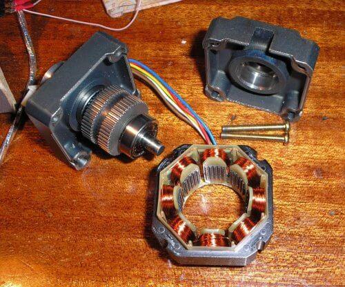 Шаговый двигатель в разобранном виде