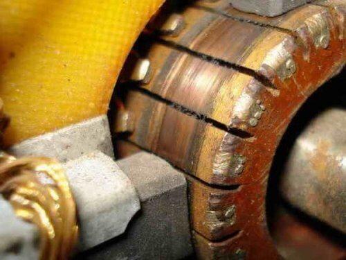 Щеточный узел коллекторного двигателя