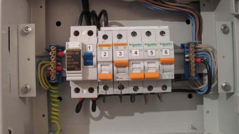 Сколько автоматов ставить в электрощите: правила расчета